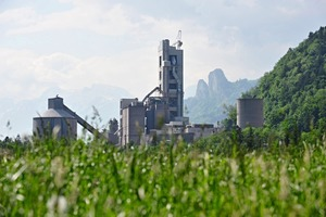 "<div class=""bildunterschrift_en""><span class=""bu_ziffer_blau"">1</span> The Leube cement plant in St. Leonhard near Salzburg/Austria</div>"