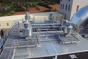 "<div class=""bildtext_en"">5 Compressed-air reservoir with integrated diaphragm valves</div>"
