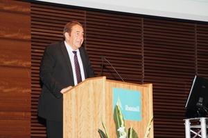 Prof. Horst-Michael Ludwig berichtete über spezielle Probleme der Betondauerhaftigkeit<br />