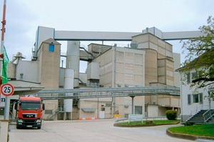 """<div class=""""bildtext_en"""">1 The """"Atlas"""" cement plant in Paderborn has been producing cement since 1927. With new control technology, the plant is now saving a lot of energy while achieving consistent cement quality</div>"""