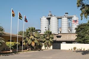 "<div class=""bildtext_en"">11 Grinding plant in Togo</div>"