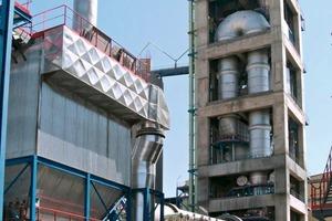 """<span class=""""bildunterschrift_hervorgehoben"""">22</span>Kiln line at the SOTACIB Plant • Ofenlinie von SOTACIB"""
