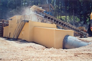 "<div class=""bildtext_en"">3 Starting point of the new conveying line: Crusher and tube belt loading station</div>"