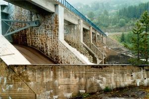 AKR-Schäden an dem 44 Jahre alten Hunderfossen Dam (Norwegen, 2008)<br />
