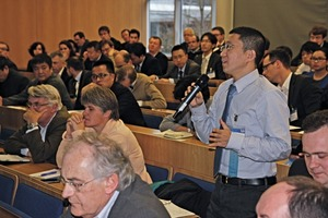 """<div class=""""bildtext_en"""">4 The international audience was very interested in the lectures and asked frequently for more information, as Dr. Xianming Kong, i.e.</div>"""