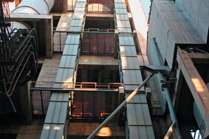 "<div class=""bildtext_en"">Bucket elevators by Beumer have long service lives coupled with low operating costs and count among the most economical worldwide</div>"