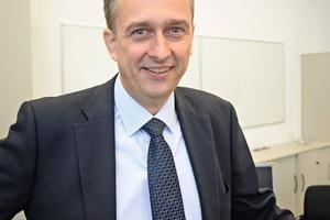 """<div class=""""bildtext_en"""">Peter Schmidt, Head of the Palletising and Packaging Technology Department</div>"""