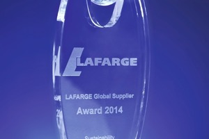 "<div class=""bildtext_en"">1 With its ADAMS<sup>®</sup> technology for filling powder-type products into watertight PE bags, Haver &amp; Boecker was able to win the Lafarge Global Supplier Award 2014 in the category ""sustainability""</div>"