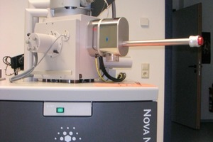 """<span class=""""bildunterschrift_hervorgehoben"""">14</span>Docking station and VCT 100 Shuttle for the cryo-sample transfer to the cryo stage of the NanoSEM. The Shuttle can be removed from the microscope after completed transfer<br />"""