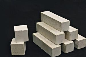 Blöcke, aus Novacem Zement hergestellt<br />