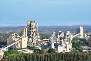 "<div class=""bildunterschrift_en""><span class=""bu_ziffer_blau"">2</span> The Abidjan cement plant was equipped with new filterbags from BWF</div>"