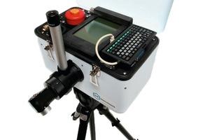 "<div class=""bildtext_en"">Compact and portable: micro FTIR spectrometer (Model 102)</div>"