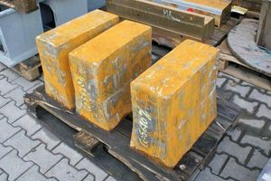 7 Sample blocks made of iron cast material (EN-GJS-400-15U) for callibration <br /> <br /> <br />