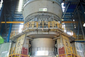 "<div class=""bildtext_en"">The Loesche mill type LM 70.4+4 CS in operation with the new COPE drive at the cement plant Mfamosing</div>"