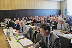 """<div class=""""bildtext_en"""">The auditorium during the association's annual general assembly in Bremen</div>"""