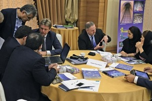 """<div class=""""bildtext_en"""">Lively discussions between visitors and German company representatives</div>"""