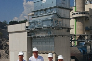 Ulrich Fischer, Dr. Stefan Lindner, Dr. Helmut Leibinger and Heinrich Rodlmayr from the Rohrdorf plant in front of the new installation