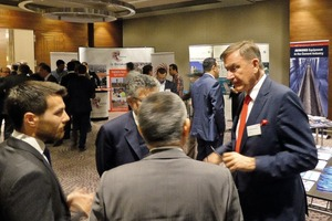 """<div class=""""bildtext_en"""">3 Dr. Thomas Loesche (right) in discussion with some participants</div>"""