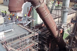 """<div class=""""bildtext_en"""">7 Lifting of the complete raw gas duct (""""gooseneck"""") over the filter</div>"""