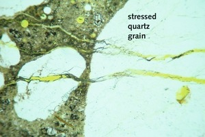 """<span class=""""bildunterschrift_hervorgehoben"""">6</span>Cracks in the aggregate grain and the surrounding cement paste caused by ASR (thin section image)<br />"""