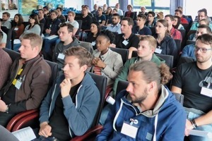 """<div class=""""bildtext_en"""">1 Some 45 students listened attentively tothe speakers' presentations</div>"""