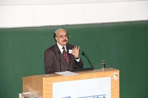 Prof. Surendra Shah von der Northwestern University in Evanston/USA bei der Einführungsveranstaltung<br />