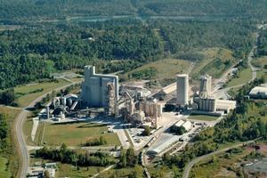 "<div class=""bildtext_en"">8 Ragland cement plant in the USA</div>"