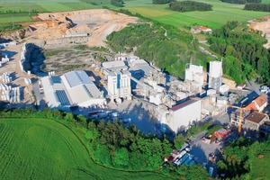 """<div class=""""bildtext_en"""">1 Aerial photo of the Azendorf facility, with the new mortar pad production hall at left</div>"""