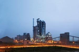 """<span class=""""bildunterschrift_hervorgehoben"""">12</span>Thang Long's 6000 t/d cement plant (Polysius)<br />"""