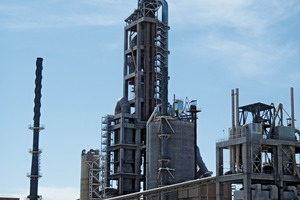 Efficient cement production with less build-ups