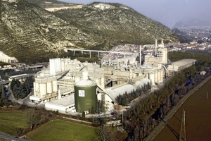 """<div class=""""bildunterschrift_en"""">Aerial view from of Italcementi´s Rezzato plant asit is today (left) and after the revamping</div>"""