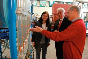 Prof. Hilgraf (right) uses the pilot plant for testing new developments<br />