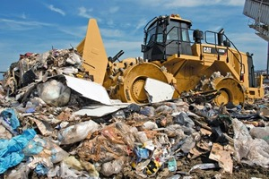 "<div class=""bildtext_en"">1 Dumping untreated rubbish on a landfill means to waste alternative resources</div>"