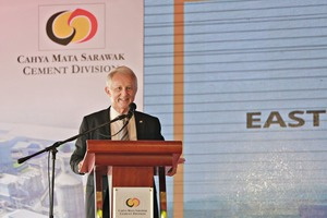 4 Dato' Richard Curtis, Group Managing Director of Cahya Mata Sarawak