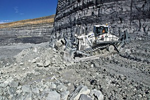 """<div class=""""bildtext_en"""">Liebherr's new PR776 crawler tractor is suitable for mining and quarry operations</div>"""