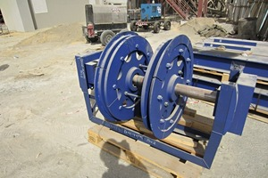 """<div class=""""bildtext_en"""">2 A new bottom castor for the bucket elevator is ready for installation</div>"""