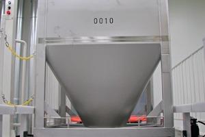 6Cone-valve IBC for dosing of primed premixes • IBC mit Konus-Verschlußsystem zum Dosieren von Vormischungen<br />