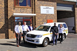 """<div class=""""bildtext_en"""">The Southern Africa team in front of its new offices: Additional service technicians and sales staff have rounded out the team</div>"""