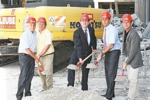 """<span class=""""bildunterschrift_hervorgehoben"""">2</span>Groundbreaking ceremony: Managing Director R. Zrost (2<sup>nd</sup>f.r.) with the mayors of the neighbouring districts Anif, Grödig and Hallein<br />"""