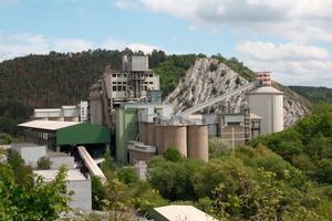 Radotin, in der Nähe der tschechischen Hauptstadt Prag, hat eine lange Tradition als Produktionsstätte: Seit 1871 wird hier Zement hergestellt.<br />