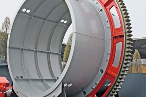 "<div class=""bildtext_en"">7 Segment of a rotary cement kiln, driven by SEW Eurodrive equipment</div>"