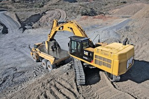 "<div class=""bildtext_en"">Caterpillar 349D2L with small tracks quarrying</div>"