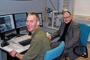 Prof. Dr. Bernhard Middendorf und Mattias Gehrke (CTA) vor dem ESEM
