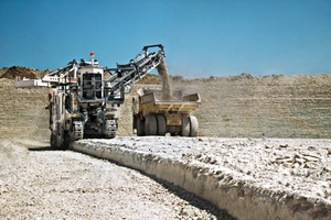 """<div class=""""bildtext_en"""">1 In the mine the Wirtgen 2500SM cuts limestone with a working width of 2.5 m and a working depth of between 450 and 500 mm</div>"""
