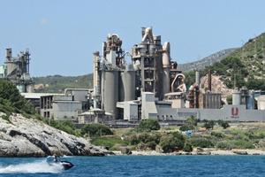 """<div class=""""bildtext_en"""">14 Vallcarca cement plant</div>"""