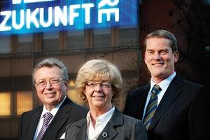 Dr. Reinhold Festge, Susanne Festge und Walter Haver (von links) als Gesellschafter in 4.Generation vor der modernen IMAGIC WEAVE<sup>®</sup> Fassade<br />