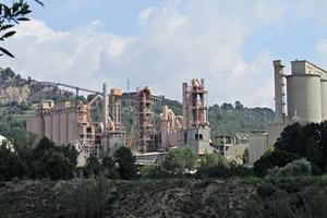 "<div class=""bildtext_en"">Mothballed cement plant Sant Feliu de Llobregat</div>"