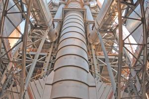"<span class=""bildunterschrift_hervorgehoben"">7</span>Gigantic DOPOL<sup>®</sup> preheater of the 10000 tpd plant in Saudi Arabia<br />"