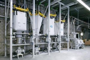 "<span class=""bildunterschrift_hervorgehoben"">4</span>Big Bag discharging station for a dustproof product feed into the closed system<br />"