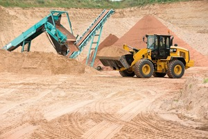 """<div class=""""bildtext_en"""">The new Cat<sup>®</sup> M-Series Small Wheel Loader 938M in operation</div>"""